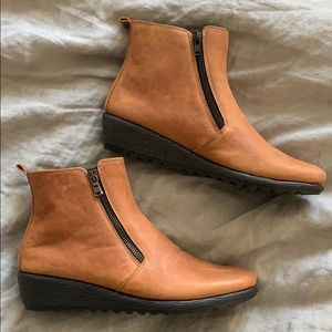 The FLEXX caramel leather wedge ankle boots